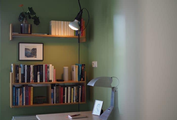 boekenplanken zelfdragend bergblick interieurarchitectuur